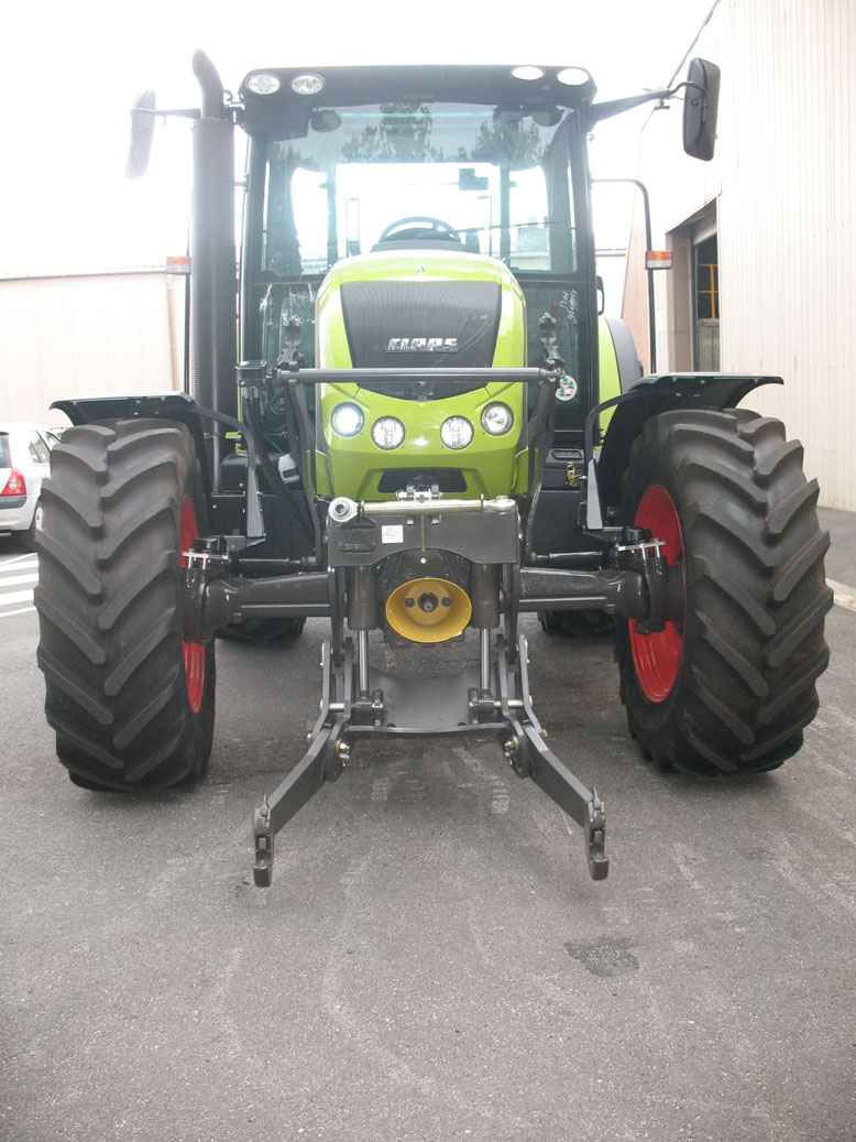 Claas Arion 420 CIS tractor / MX R28 front linkage (work position)