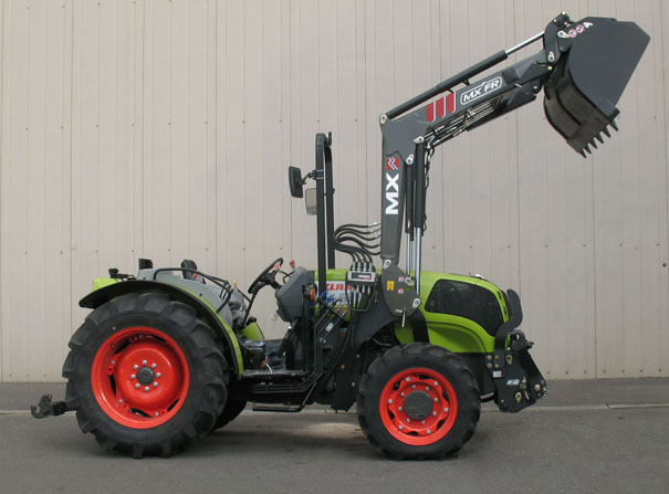 Claas Nexos 230F tractor / MX FR Fruit loader (side)
