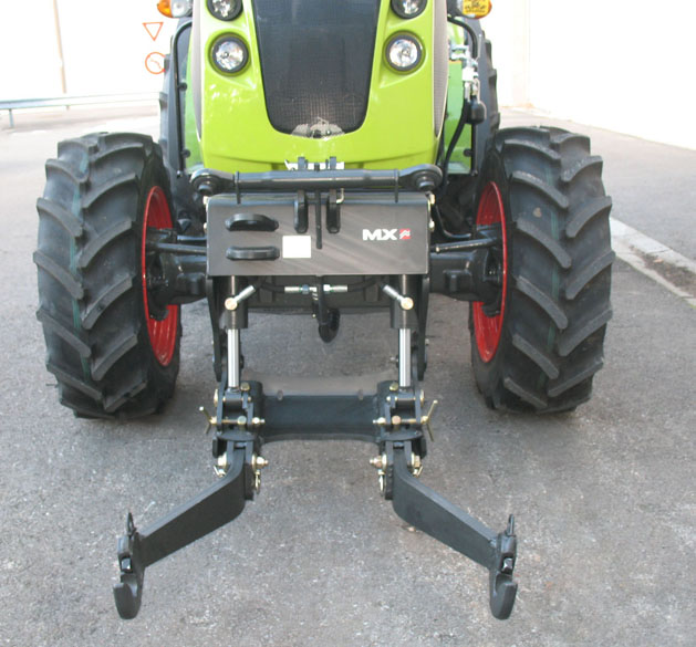 Tracteur Claas Nexos 230F / Relevage avant MX R12 (face)