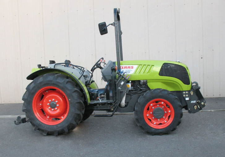 Claas Nexos 230F tractor / MX R12 front linkage (side)