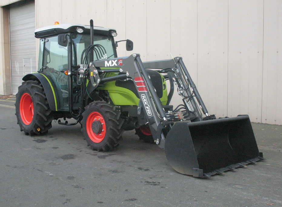 Claas Nexos 240F tractor / MX FR Fruit loader (3/4 view)