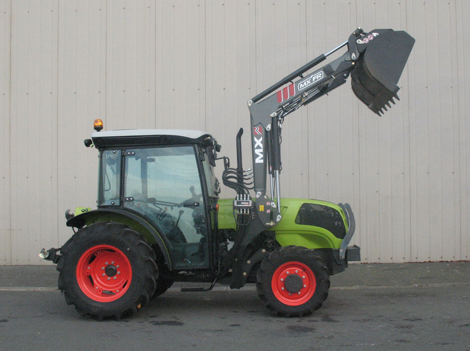 Claas Nexos 240F tractor / MX FR Fruit loader (side)