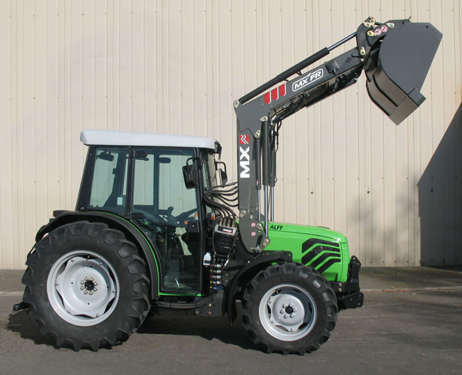 Deutz Agroplus 100F tractor / MX FR Fruit loader (side)
