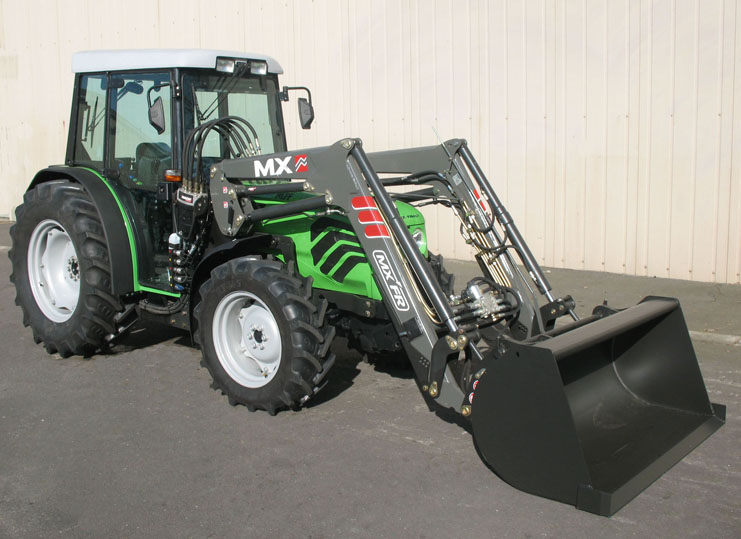 Deutz Agroplus 100F tractor / MX FR Fruit loader (3/4 view)
