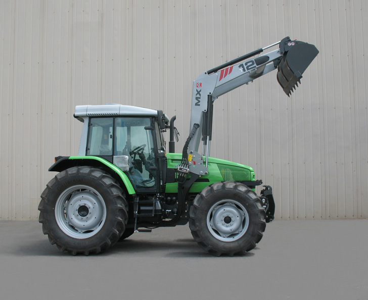 Deutz Agrotrac 620 tractor / MX TECHNIC T12 loader (side)