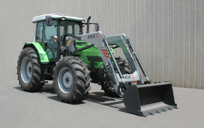 Deutz Agrotrac 620 tractor / MX TECHNIC T12 loader (3/4 view)