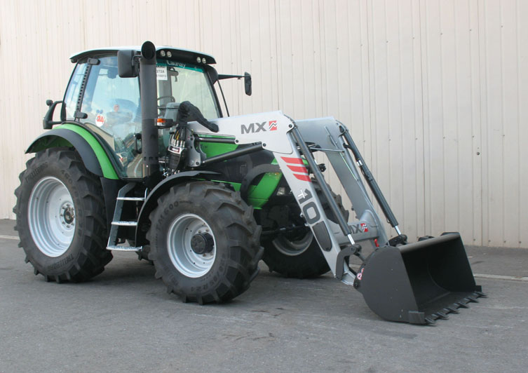 Deutz Agrotron M410 tractor / MX TECHNIC T10 loader (3/4 view)