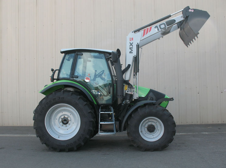 Deutz Agrotron M410 tractor / MX TECHNIC T10 loader (side)