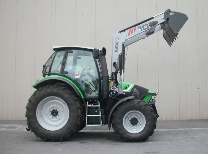Deutz Agrotron TTV420 tractor / MX TECHNIC T10 loader (side)