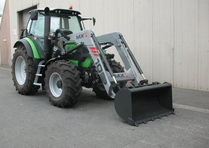 Deutz Agrotron TTV420 tractor / MX TECHNIC T10 loader (3/4 view)