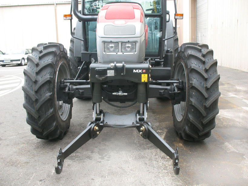 McCormick CX85L tractor / MX R16 front linkage